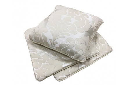 Декоративная подушка с вензелями