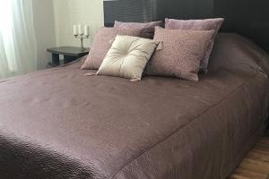 Покрывало с декоративными подушками Sentra