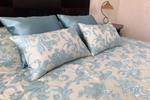 Покрывало с декоративными подушками Bristol
