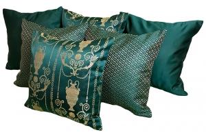 Комплект подушек Savoy изумрудного цвета с золотым отливом