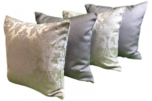 Комплект серебристых подушек