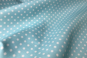 Голубая ткань в светлый горошек