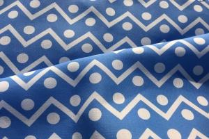 Ткань с голубым геометрическим орнаментом